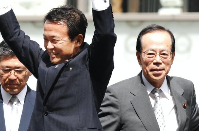 2007年自民党総裁選 左・麻生太郎 右・福田康夫