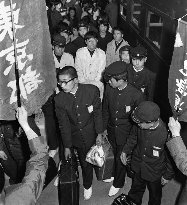 集団就職列車で東京駅に着いた鹿児島県、熊本県の中卒者(1967年)