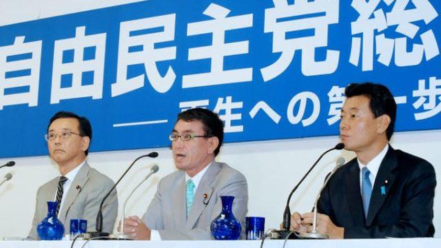 2009年自民党総裁選 左・谷垣禎一 中央・河野太郎 右・西村康稔