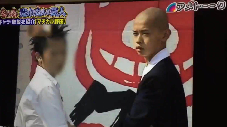 「学校へ行こう」に出演していた野田クリスタル(右)