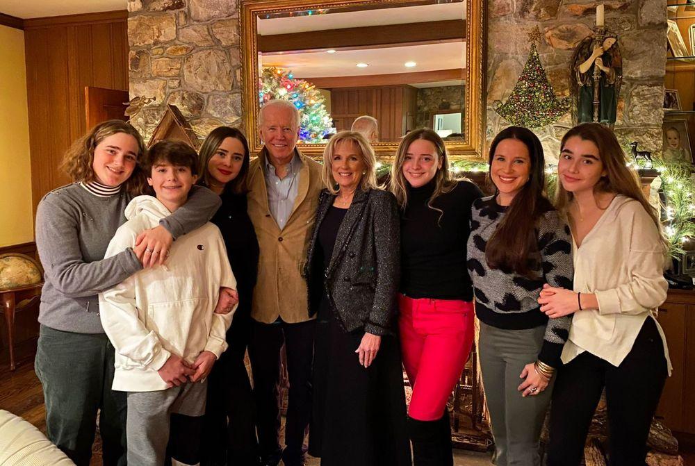 2019年12月 バイデン氏のクリスマス家族写真