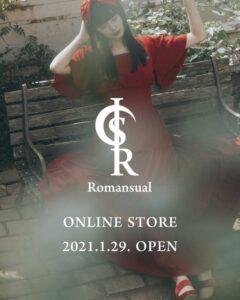 鶴嶋乃愛のブランドロゴに「S ・R」