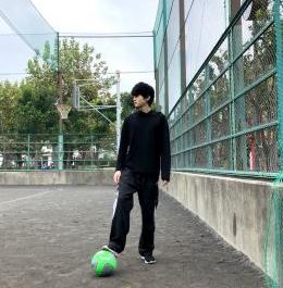サッカー少年鈴鹿央士