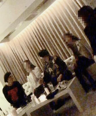 事件直前の永山瑛太(中央)と錦戸亮(左端)