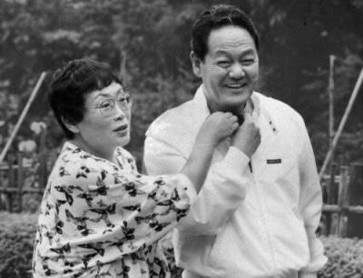 左:橋田壽賀子 右:夫の岩崎嘉一