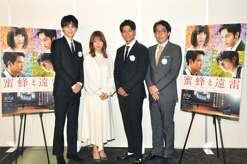 鈴鹿央士さん、松岡茉優さん、森崎ウィンさん、石川慶監督