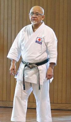 指導者はギネス認定の佐久本嗣男先生 喜友名諒