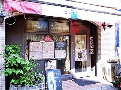 小室圭がアルバイトしていたフランス料理店は横浜市北区大倉山にある「ビストロ・ファミーユ」