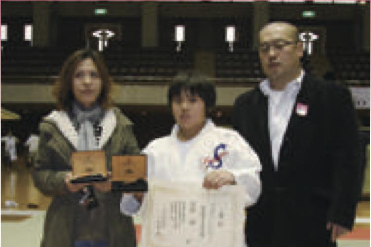 曽根輝選手の小4の時。母・美香さん、父・行雄さん