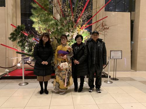 左から、母・美乃り、伊藤美誠、祖母、祖父