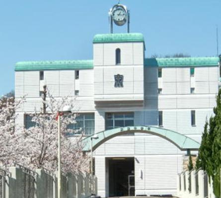 岡崎紗絵さんの中学校は名古屋市立東星中学校と